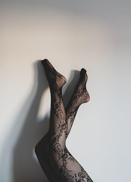 черные узорчатые чулки